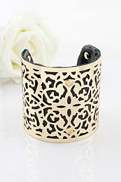 Chic Ornate Design Bracelet
