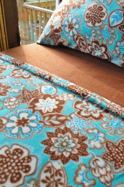 Fleece Bedding for Girls Flowers Adrift in a Turquoise Pool Fits Cribs & Toddler Beds
