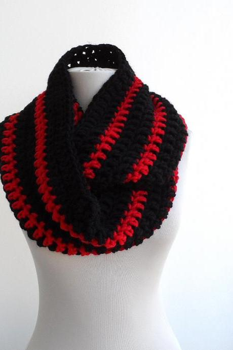 Loop cowl infinity neckwarmer in black and red