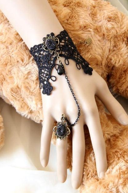 Stylish Retro Black Lace bracelet with one chain ring of female ornaments