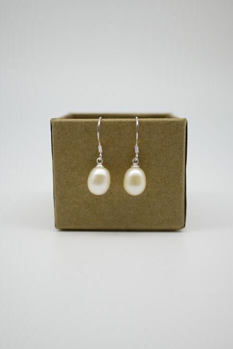 Simply earrings - Freshwater pearl drop earrings - White