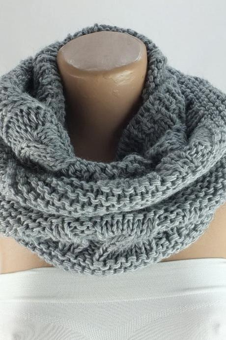Chunky knit infinity scarf, gray infinity scarf , loopy scarf, woman scarf, circle scarf,ring scarf,woman scarf, gift for her