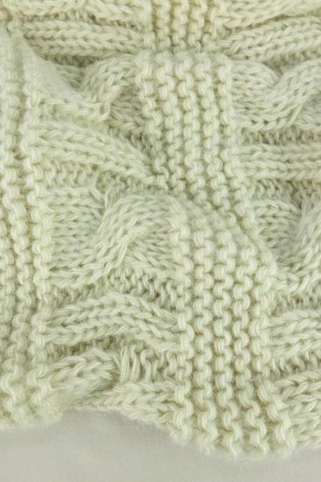 Cream ivory color infinity scarf, chunky knit scarf, loopy scarf, woman scarf, circle scarf,ring scarf,woman scarf, gift for her