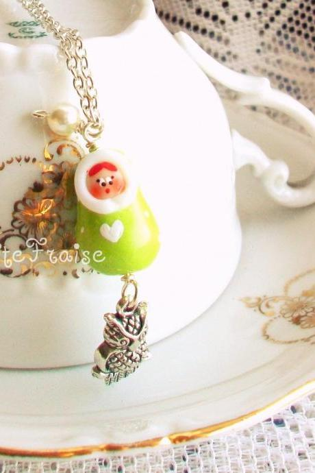 'Audrey la nuit' Matryoshka necklace vintage retro style, in green