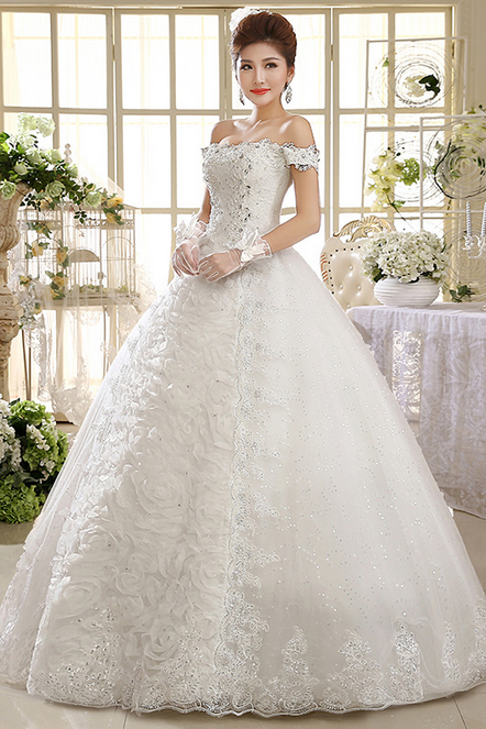 The new 2015 white wedding gown Lace style restoring ancient ways