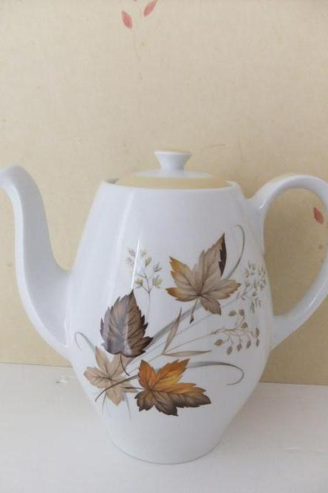 Alfred Meakin Coffee Pot from Glo White range with autumn leaves