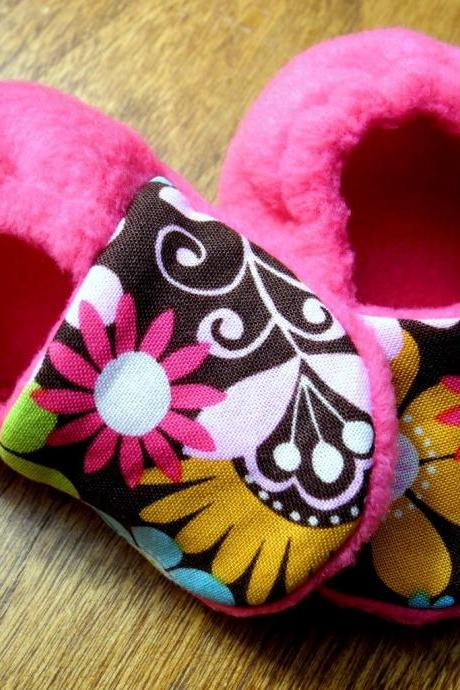 Pretty Paisley - Pink Fleece Baby Booties