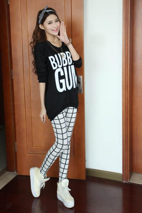 Cute Plaid Design Leggings In Black And White