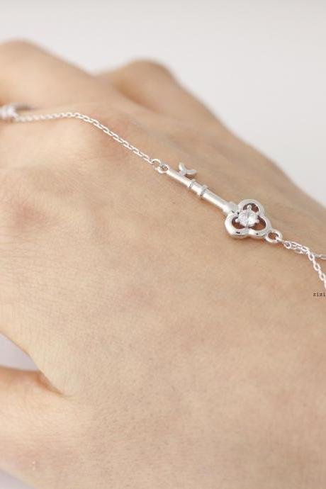 Key Ring Bracelet detailed with cubic zirconia in Gold / Silver, B0451S