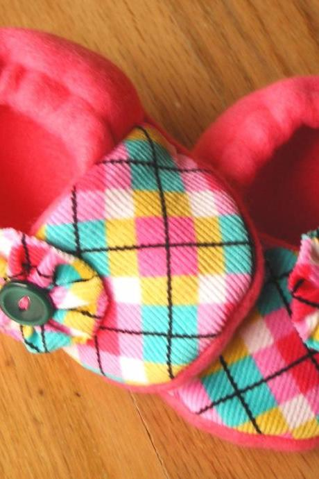 Pink Argyle with Button Flowers Fleece Baby Booties