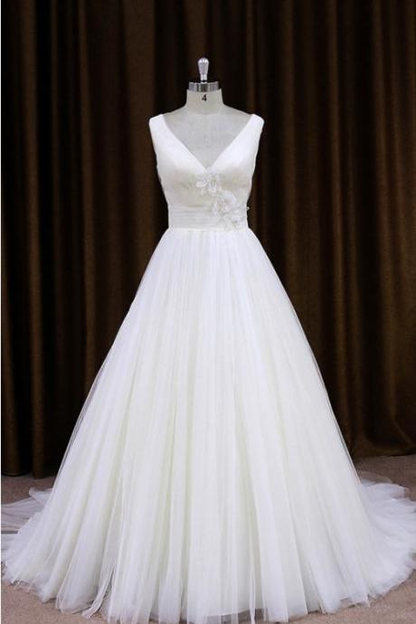 2015 Simple Tulle V Neck A Line Wedding Dress With Sheer Lace Back