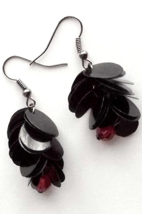 Gothic earrings made of recycled plastic bottle upcycled jewelry, black & red upcycled earrings, sustainable, eco-friendly