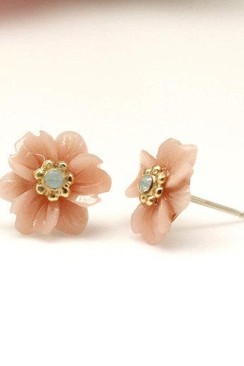 Antique and Vintage White Daisy Flower earrings detailed in swarovski stone