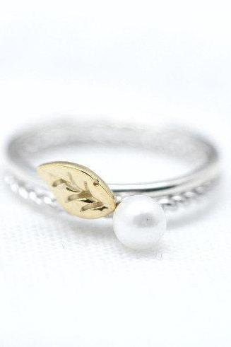 925 Sterling Silver Tiny leaf and Pearl Set Of Two Rings