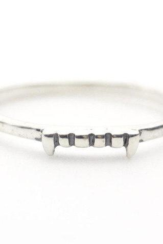 92.5 Sterling Silver Vampire teeth Ring