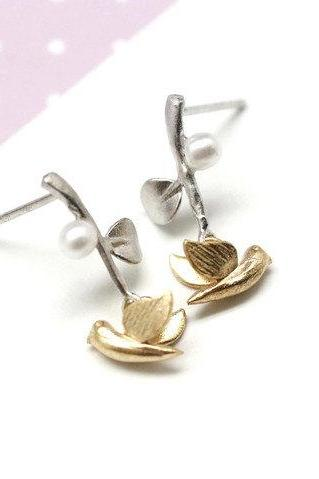 Bird and Branch dangling earrings in Gold