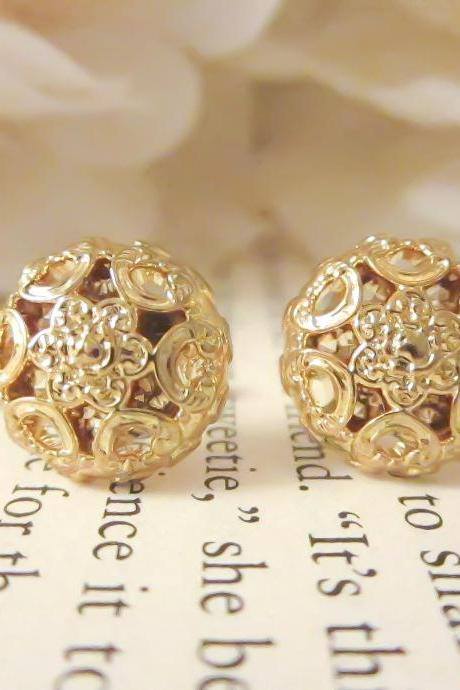 Gold Dainty Flower Studs, Vintage Button Earrings, Gold Plated Post, Floral Earrings, Feminine Chic, Bridesmaid Earrings, Vintage Earrings