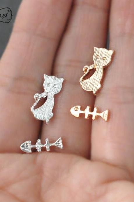 Cat stud Earrings - gold or silver