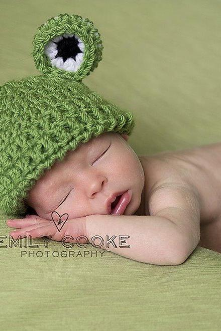 Crochet frog beanie hat in green, white, black for baby boys and girls photo prop - newborn size