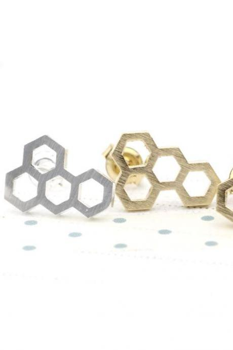Beautiful Honeycomb stud earrings in Gold/Silver - geometric jewelry