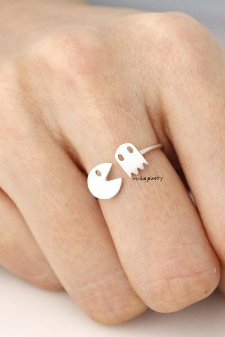 Fun and cute Vintage Game character t Ring in gold / silver
