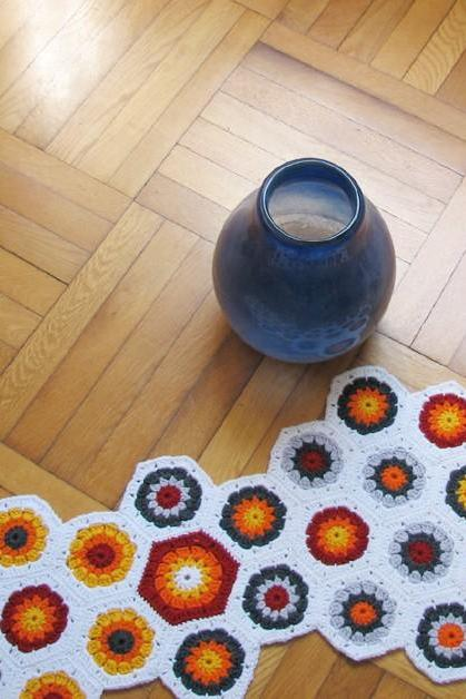 Crochet 70's northern europe design hexagon centerpiece - Wool - Bright autumn colors