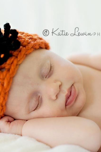 Crochet spider hat halloween photography prop for newborn baby boy and girl orange and black chunky beanie- newborn size