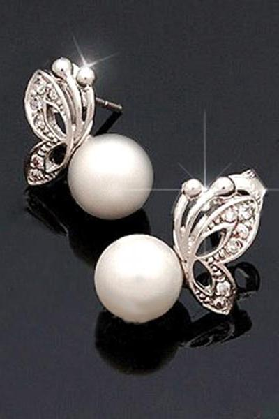 Beauty is in the Details Pearl Studs
