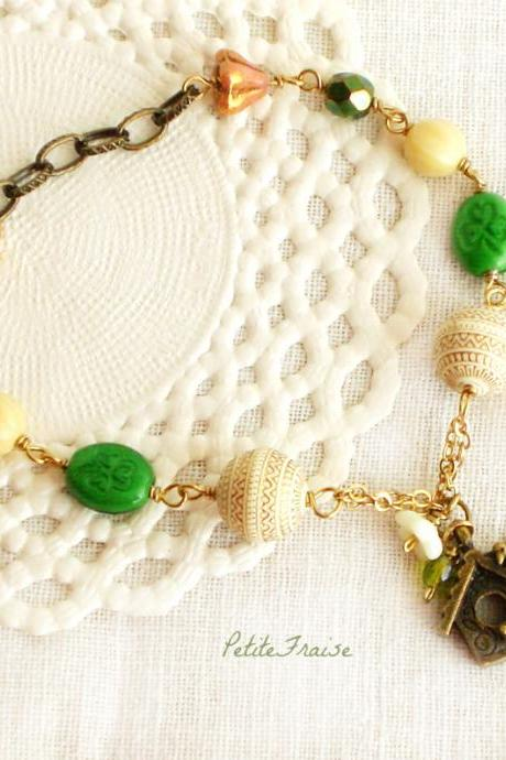 Dawn in the wood, Fall colors bracelet in green and cream white, Autumn fashion