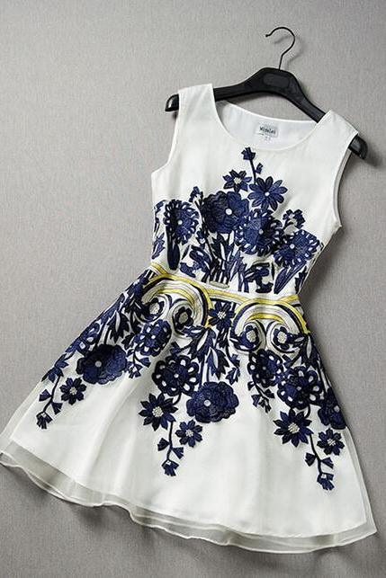 Organza embroidered High-end fashion dress