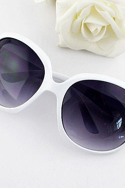 Vintage round lenses retro girl white sunglasses