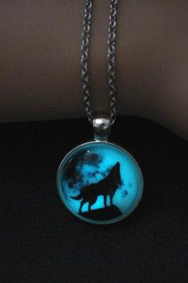 Free Shipping Wolf Glowing Necklace, Moon Shadow Glowing Necklace, Glow In The Dark, Birthday Gift , Father's Day Gift