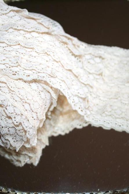Vintage Ruffled Layered Lace .. Ivory - Beige .. 2 Healthy Yards .. 4 Inches Width