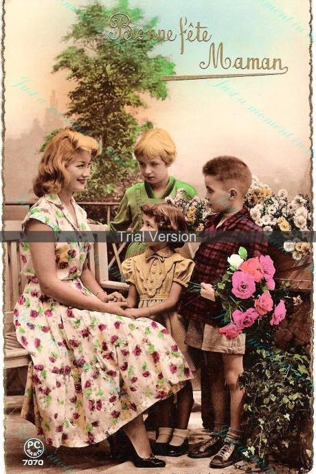 1036 Digital download 1950s French vintage postcard image - charming Mother and Children