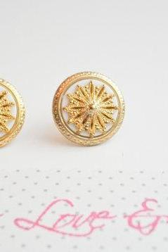 Vintage Nautical style earrings, vintage button earrings, gold and white vintage earrings, studs, bridesmaid earrings,fall fashion