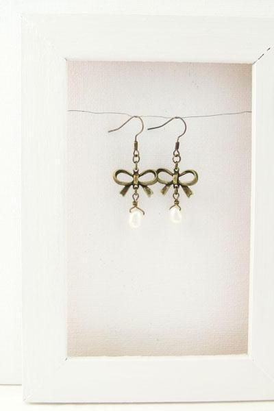 Earrings with bow charm and freshwater pearls - A little romance
