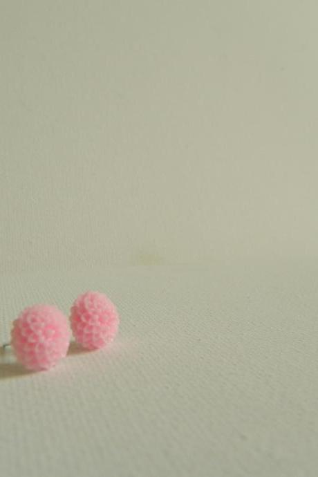 Light Pink Mum Cabachon Earrings
