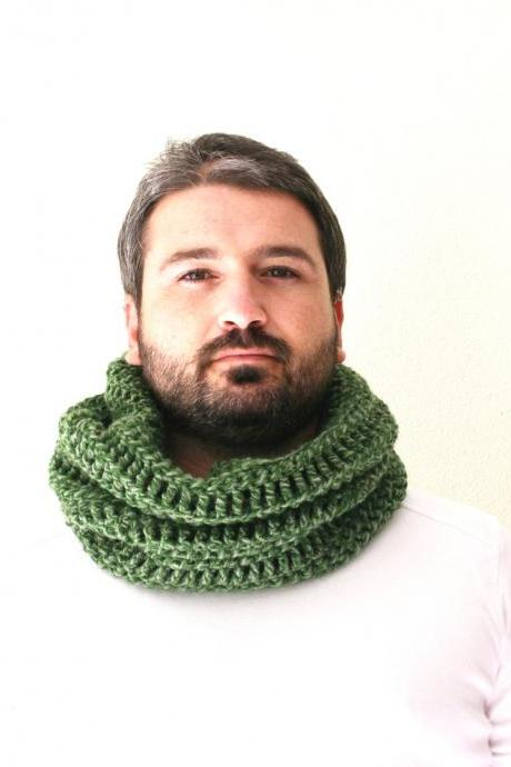 Neckwarmer or Cowl Green Crocheted, Unisex