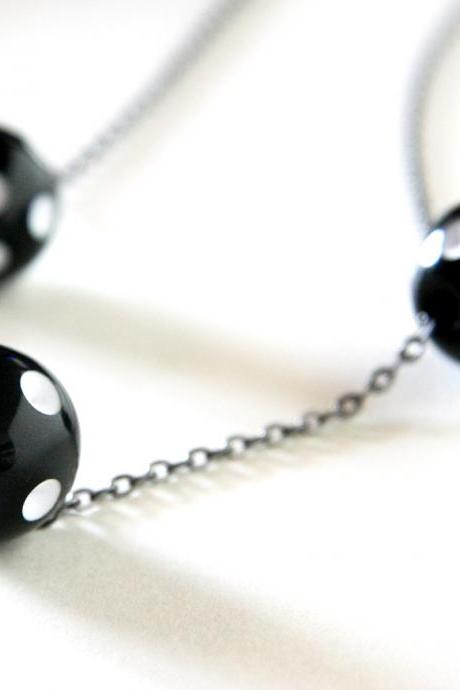 polka dots necklace - black and white