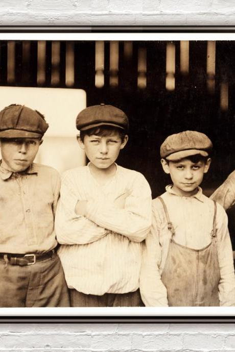 Lewis Hine Youngsters on day shift, Alexandria, Virginia, 1911