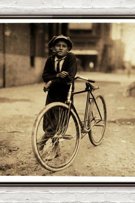 Lewis Hine Messenger boy Texas, 1913