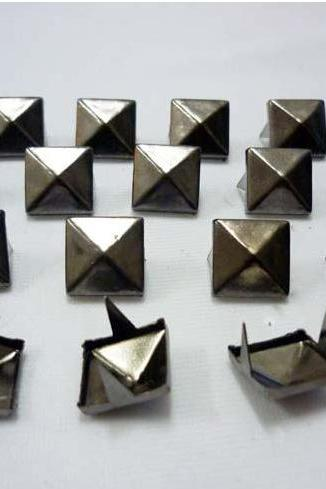 100pcs 1/2 inch Gunmetal pyramid studs Metal Punk ROCK Biker Spikes spots Heavy DIY S413