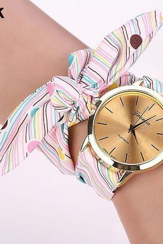 Cute spring fashion party fabric stra[ girl watch