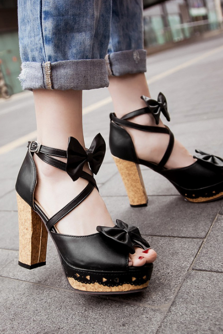 Adorable Strappy black Sandals With Bow
