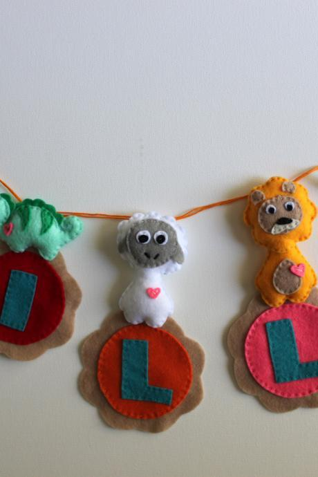 Personalized Animal Felt Name Banner - 5 Letters - FREE SHIPPING for U.S & Canada
