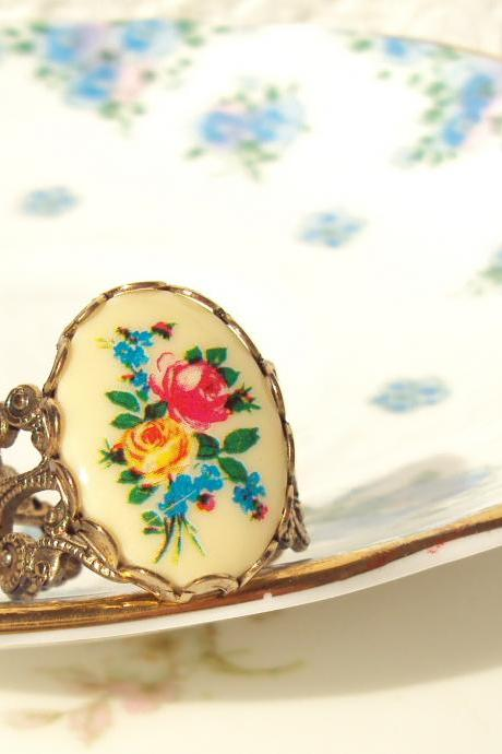 Something To Talk About - Vintage Flower Ring