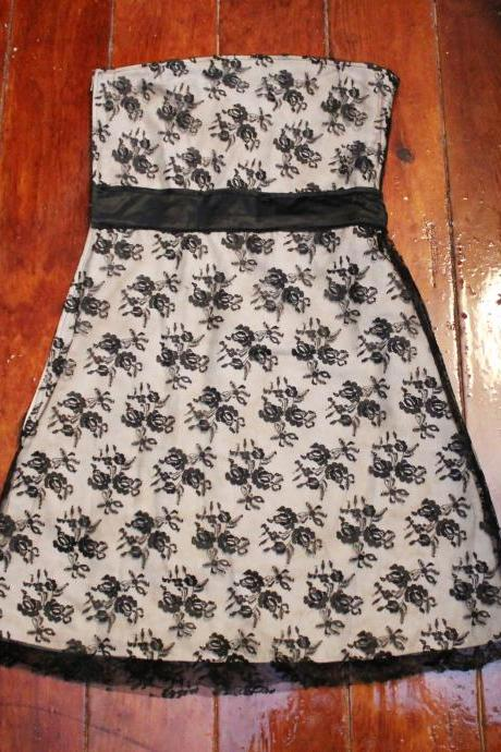 Cute Cream and Black Lace Strapless Dress with Black Satin Waist Belt and Side Zipper Size Small S