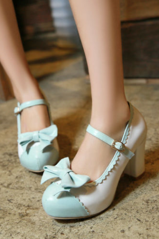 Cap toe Bow Accent Mary Jane Heels with Scallop Details
