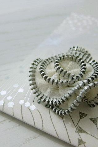 Cute Little Flower Brooch - vintage zipper / recycle upcycle