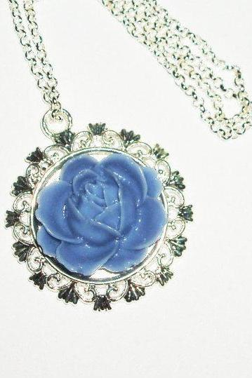 Cameo necklace-flower bouquet